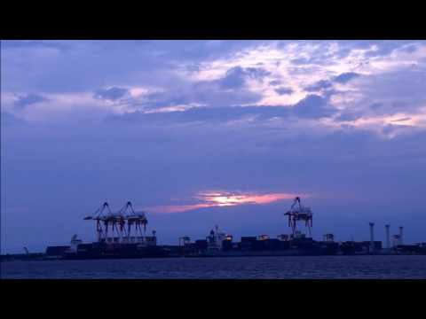 [Dusk and the ship and gantry cranes of Osaka Nanko] time-lapse movie