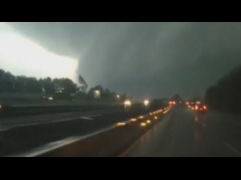 Dramatic amateur video of deadly US tornadoes