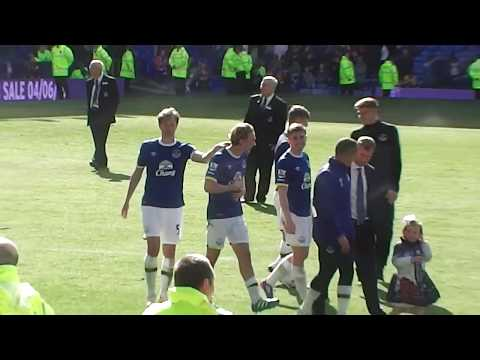 Tim Howard leads a spontaneous lap of appreciation at Goodison Park