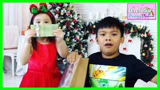 Insane Christmas Party Games To Try This Holiday Season Fun Easy Games For Kids & Adults @DaeleneFP