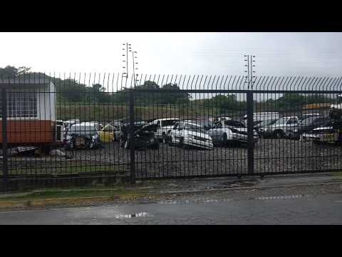 carros chocados, por eso yo no compro carro en venezuela.