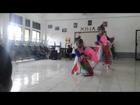 Tari Ganjen Kipas from SMAN 17 Bekasi.