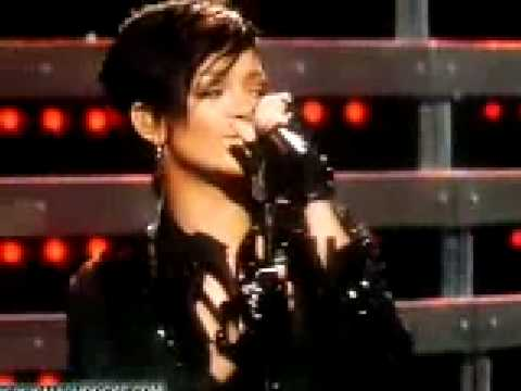 Rihanna - Disturbia (Live  Pepsi Super Smash Bowl 2009)