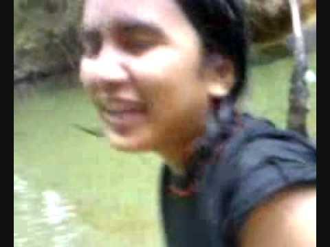 adk main dgn kakak dlm sungai KANTOI!!!!