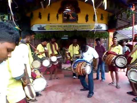 Sri Naaga Kanni Urumi Melam At Teluk Intan Chitrapournami 2 video