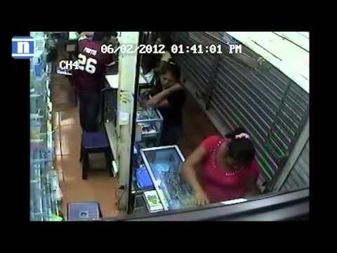 Mujeres chavistas robando tiendas - Caracas - Venezuela