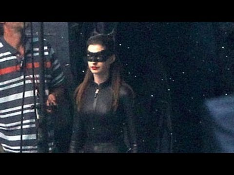 Anne Hathaway Reveals Her Sexy Catwoman Costume on Set of The Dark Knight