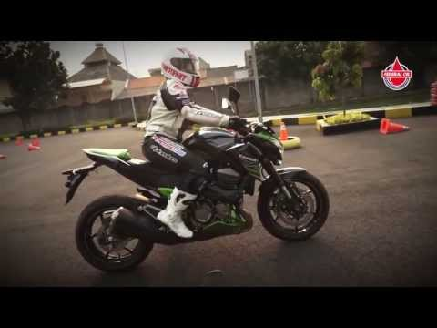 Video Detail dan First Ride Kawasaki Z800