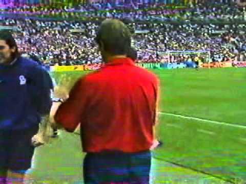 Résumé du match France - Italie Quart de finale de la Coupe du Monde 1998 Extrait de Telefoot But : aucun Tirs au but : 0 : 1 Zinedine Zidane marque 1 : 1 Ro...