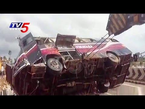 Floods Effect | Crane Lifting Volvo Bus Falls into Water | TV5 News