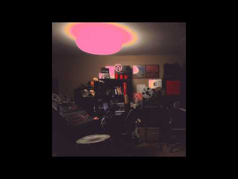 Unknown Mortal Orchestra - The World Is Crowded