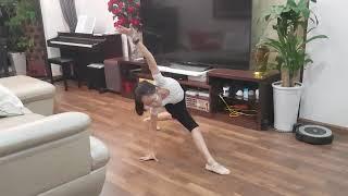 """Phương Linh múa """"Đứa bé"""""""