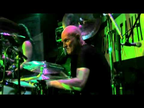 Easy Dizzy feat. Chris Slade - Shoot To Thrill