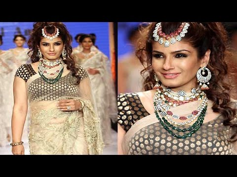 Raveena Tandon Sexy  Belly Tease In Transparent Saree! video
