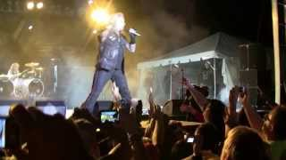 Watch Vince Neil Live Wire video