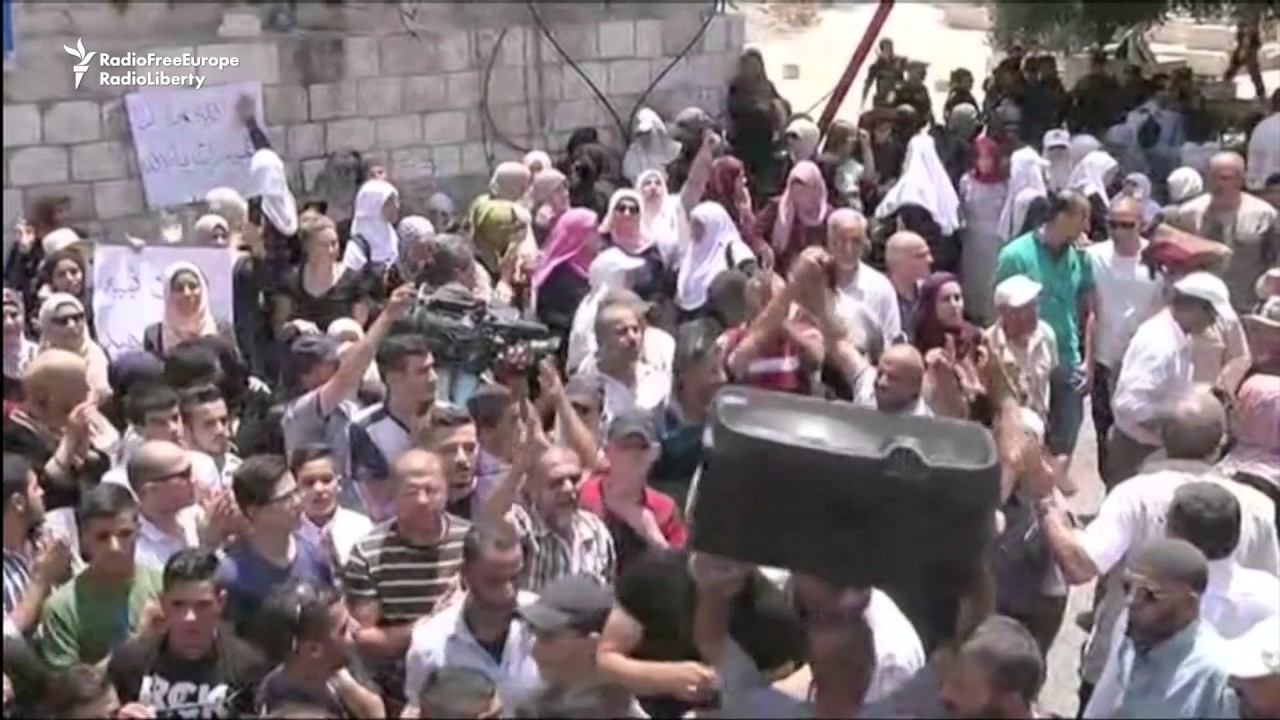 Palestinians Cheer As Israel Relaxes Jerusalem Mosque Security