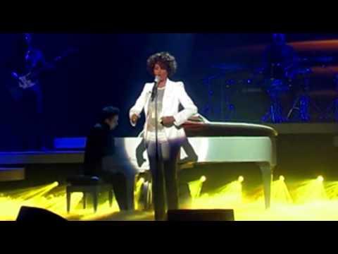Whitney Houston I Look To You - Live