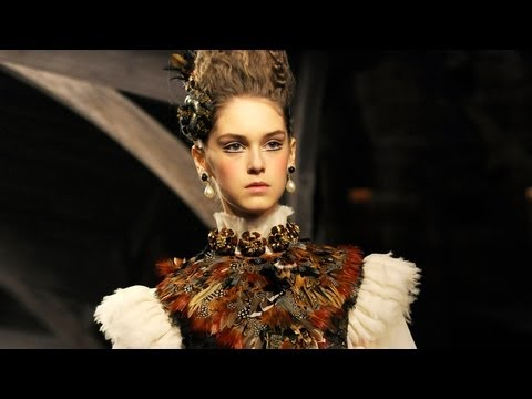 "Chanel Pre-Fall 2013/2014 FULL Fashion Show: Metiers d Art ""Paris-Edimbourg"" 