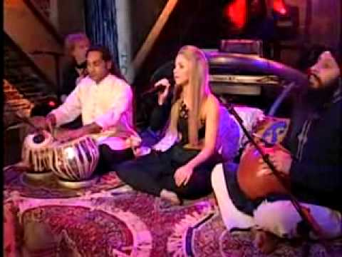 Shakira - Gypsy 2=desi Sexy Hot Tabla [ Bollywood Style] (live Video-alexa Chung) video