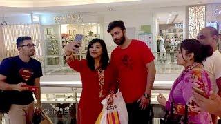 সেলফি তুলে শাকিব খান যেভাবে মেটালেন ভক্তদের আবদার দেখুন !!! Selfie With Shakib Khan