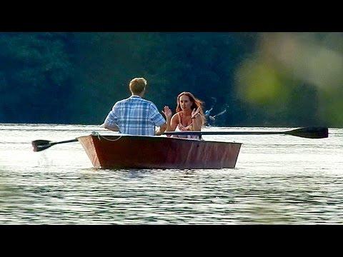 девушка в лодке клип