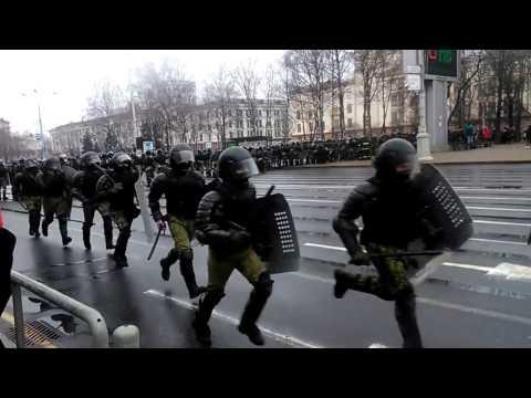 Запугивание мирных граждан ОМОНом МИНСК  Intimidation of peaceful citizens by OMON in Minsk