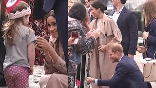 Adorable moment Harry and Meghan crouch to greet little girl in Auckland, New Zealand | Newshub