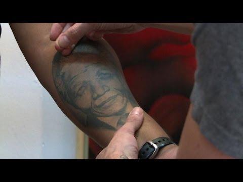Un an après sa mort, les Sud-Africains se tatouent Mandela