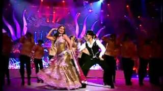 Download video IIFA 2010-Kareena Kapoor swings to the beats.avi - YouTube.FLV