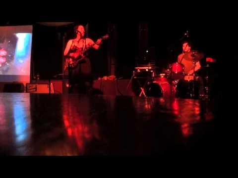 Shana Falana & Mike Amari live @ Helsinki Hudson open mic night
