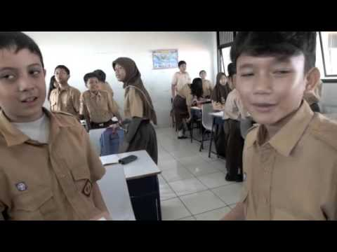 5 M in English Class; One Session at SMPN 1 Jakarta