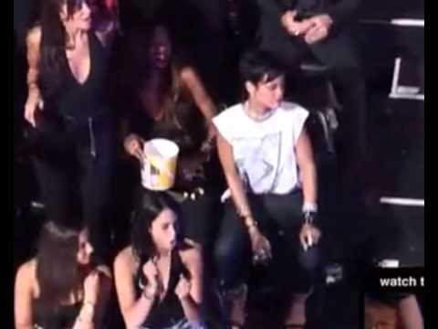 Rihanna Dancing To Drake At VMA Video