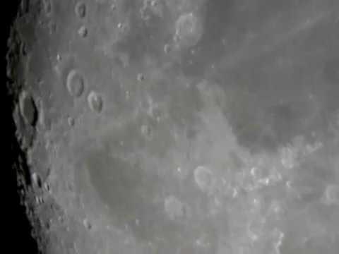 """Una grabación de la Luna hecha con un telescopio reflector de 10"""" sin seguimiento y una cámara web."""
