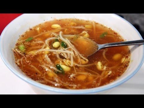 Soybean sprout soup (kongnamulguk)
