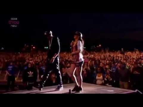 Rihanna & Jay-Z - Umbrella - Live at London