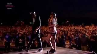 Rihanna Video - Rihanna & Jay-Z - Umbrella - Live at London