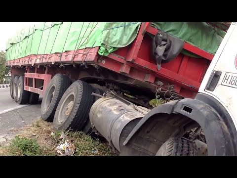 Mercedes Benz Trailer Truck Crash Siba Surya