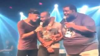 Barcelona's Neymar singing and dancing at the concert of his friend Thiaginho 2015