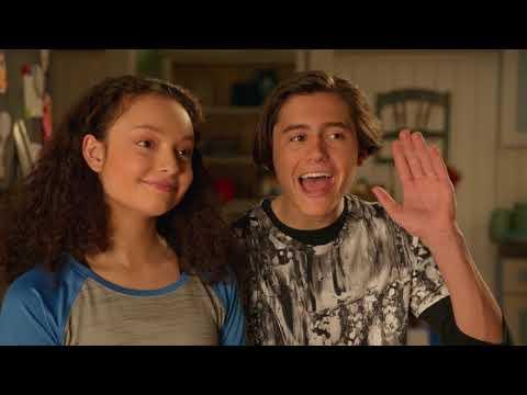 Жизнь Харли - Сезон 2 серия 12 - Харли и доброе дело | Disney Новый Комедийный сериал для всей семьи