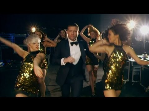 Dermot's dazzling entrance - The Final - The X Factor UK 2012