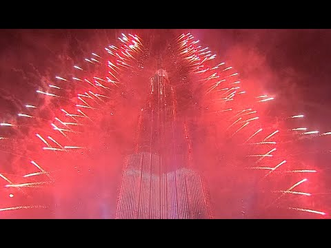 Dubai Burj Khalifa show marks start of New Year 2015 with sparkle