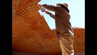 Bricklayers defy gravity, Impressive dome building without any support