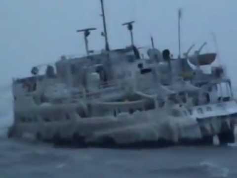 Обледенение судна шторм зимой/ Ship covered with ice, ship in storm