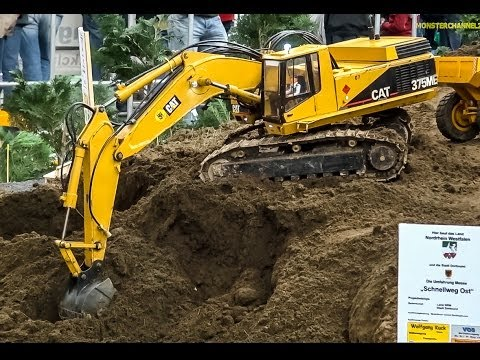 RC Excavator Caterpillar 375ME At Work! Amazing HUGE And Realistic R/C Model.
