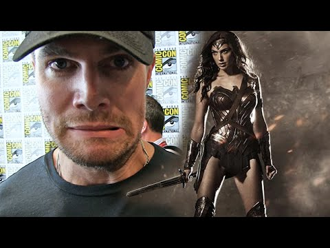 Wonder Woman's New Costume -- Stars at Comic-Con React!