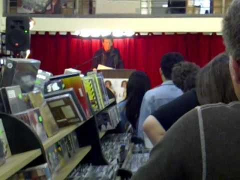 LOU REED OF THE VELVET UNDERGROUND READING LYRICS AT FINGERPRINTS RECORD STORE IN LONG BEACH