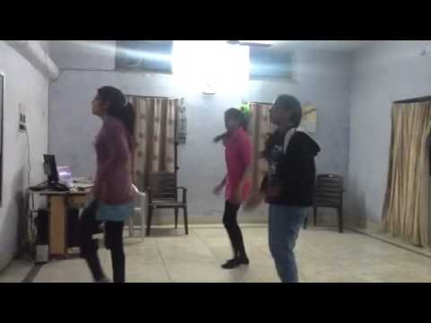 Dance- In Aankhon Ki Masti Ke (remix) video
