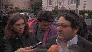 video it.euronews.com/ A Tolosa, e in particolare nella comunità ebraica, lo sconcerto è evidente: genitori e insegnanti ore dopo gli spari erano ancora lì, davanti al liceo. La comunità...