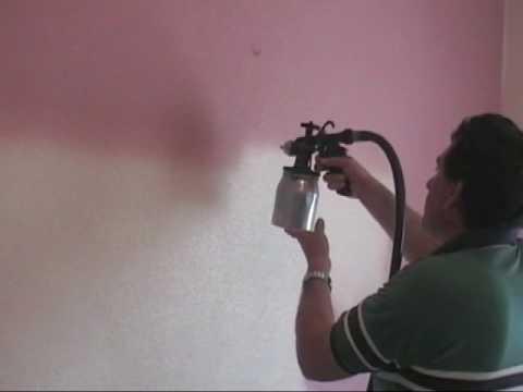 Pintando dormitorio con plastica y pistola Adiabatic