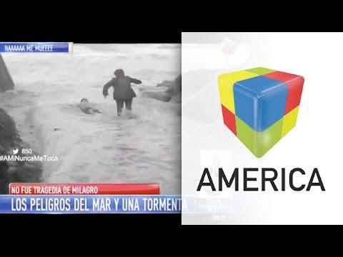 Video: Dos jubilados arrastrados por una gran ola